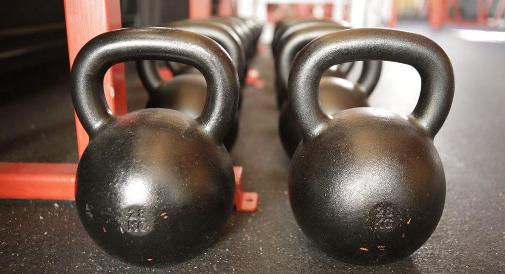 Järeistä metallisista kuulista löytyy sopiva paino koville treenaajille